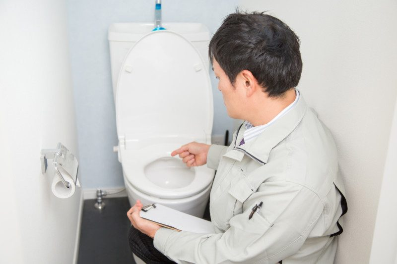 高圧洗浄機でトイレのつまりを直せなかった場合は?