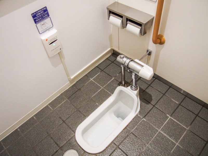 針金ハンガーで和式トイレのつまりを解消できない場合は?