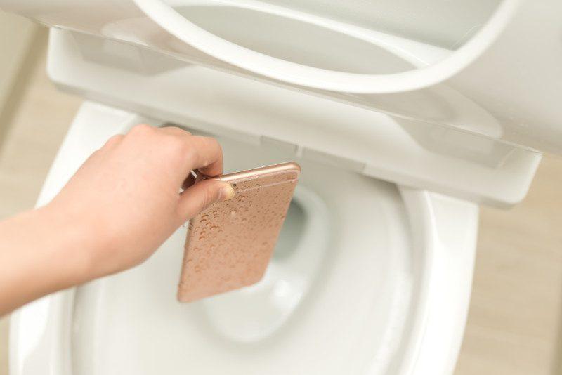 ③固形物をトイレに落としたときの対処法