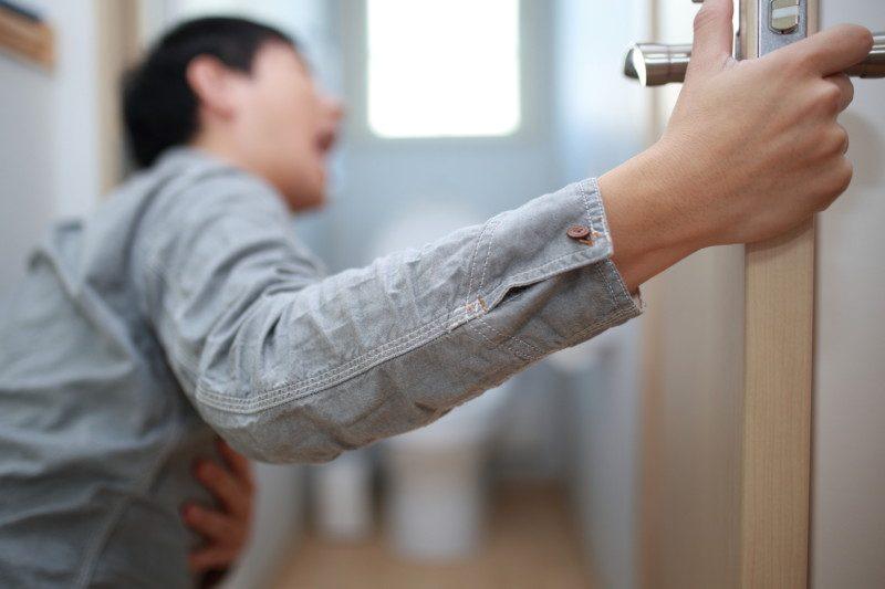 吐瀉物・嘔吐物によるトイレつまりの一時的な対処法とは?