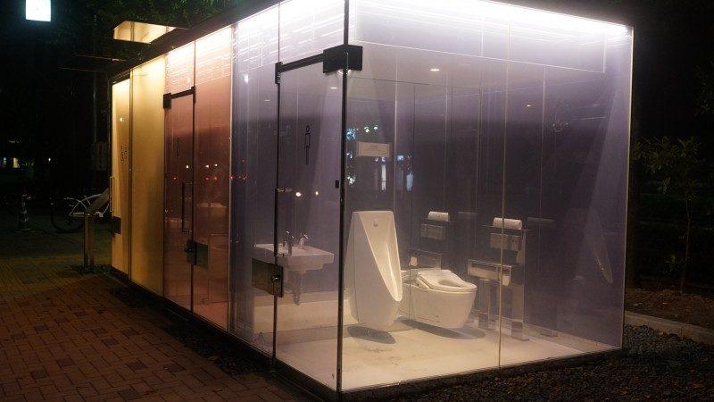 透明トイレ1